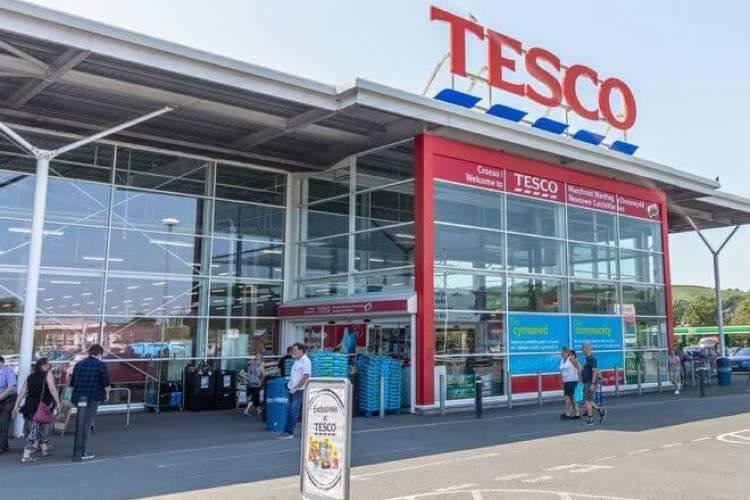 A brit Tesco bejelentette a lágy műanyag csomagolások újrahasznosítási programját
